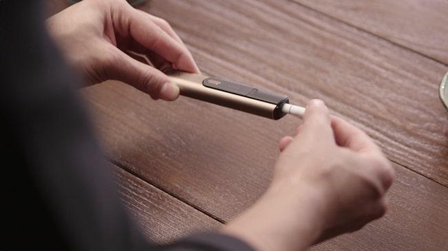 STEP02:IDたばこスティックを挿入する。