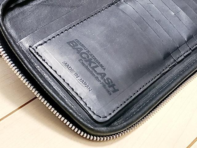 バックラッシュの本皮ケース(カードケース部分のロゴ)