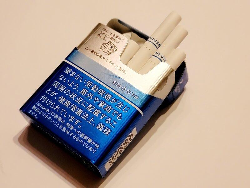 リニューアルした専用タバコを開封