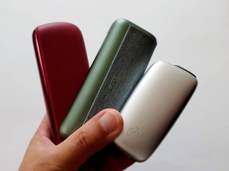 3デバイスを持った状態の写真